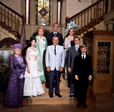 I leave you with this touching picture of the cast of the movie and our dearly beloved Walt Disney himself.